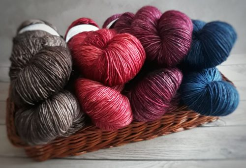 Yarns of different colours